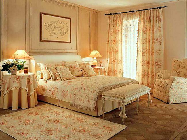 Кровать в интерьере спальни как главная деталь обстановки