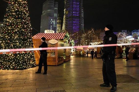 В Берлине грузовик задавил 9 человек.