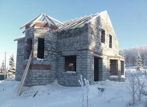 Как построить дом в зимнее время?