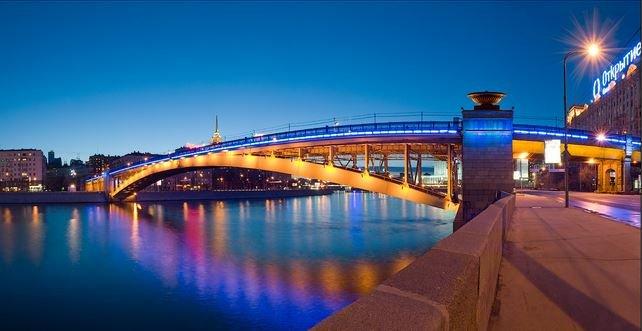 Смоленский мост через Москву-реку