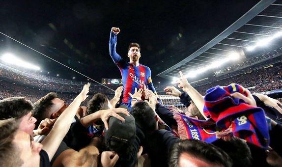 «Барселона» громит «ПСЖ» в ответном матче 1/8 финала ЛЧ.