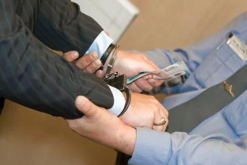 Директор ОАО «ГУМ» задержан за получение взятки в размере 2525 рублей