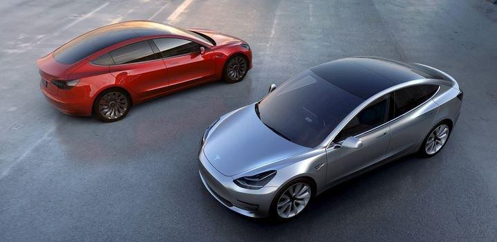 Tesla Model 3 - автомобиль года только сошел с конвейера.