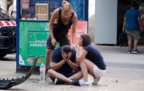 17 августа вечером в каталонской столице произошел теракт, террорист за рулем микроавтобуса совершил наезд на пешеходов.