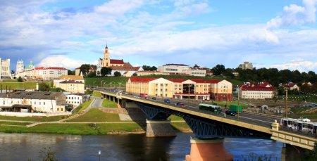 Водитель городского автобуса остановился на мосту и прыгнул в реку