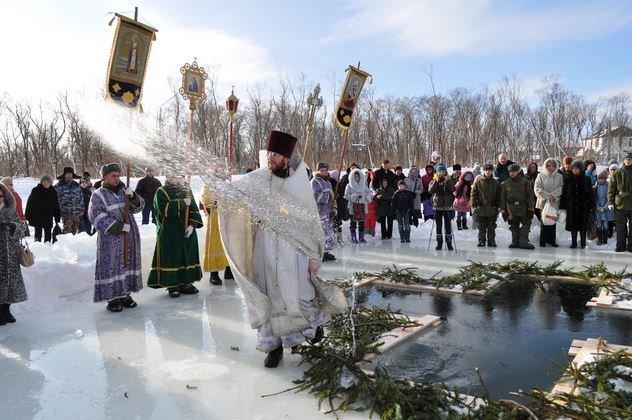 В РПЦ призвали отказаться от крещенских купаний в текущем году