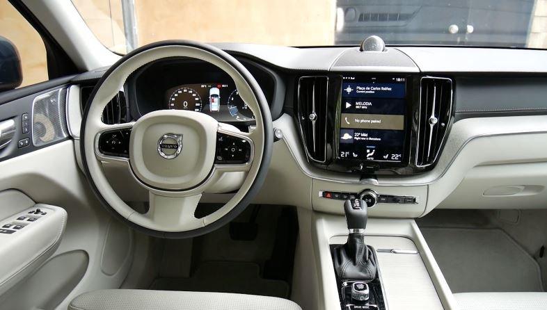 салон Volvo XC40