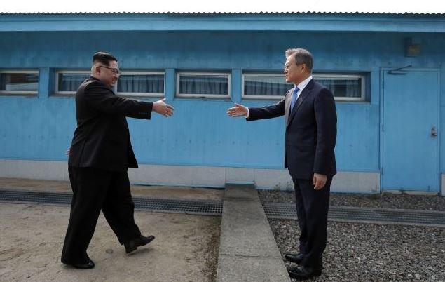 Главы Северной и Южной Кореи проводят исторический саммит