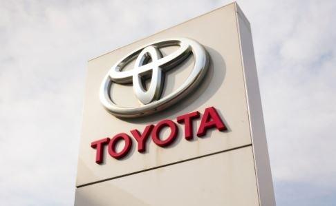 гибридные авто Toyota Prius Auris