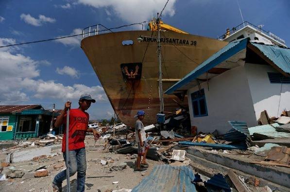 цунами корабль индонезия