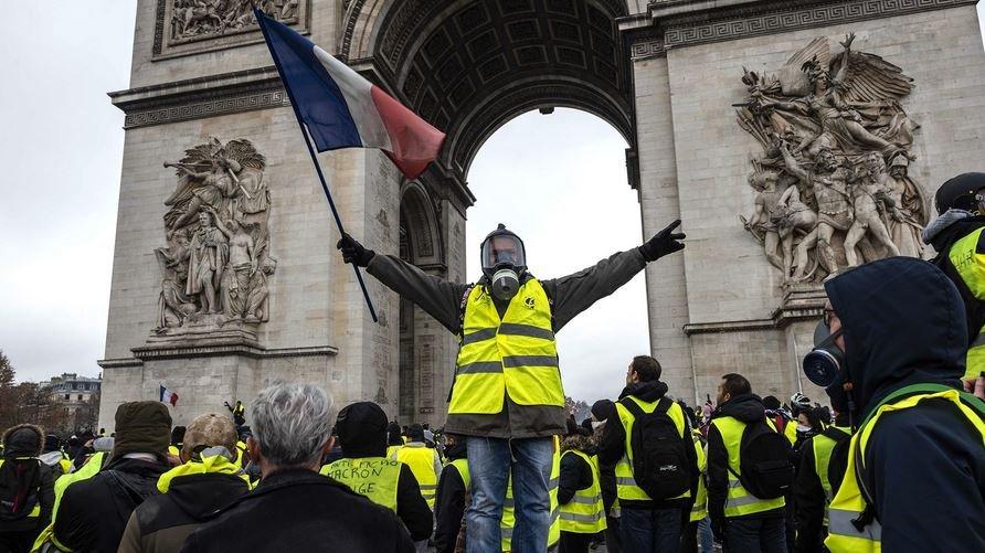 Столкновения «желтых жилетов» с полицией Франции продолжаются