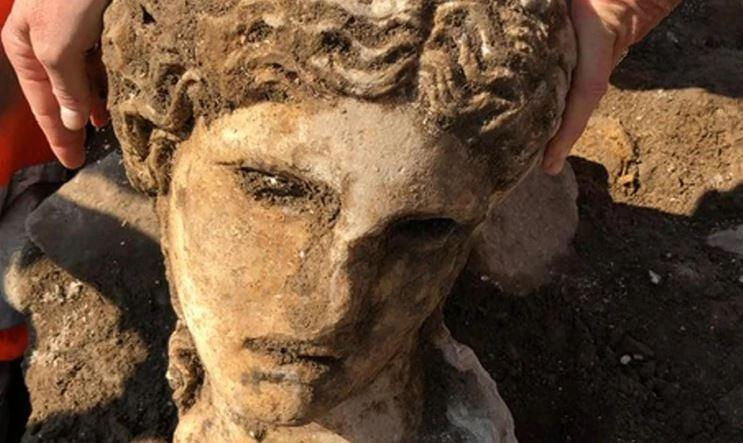 Археологи обнаружили мраморную голову периода Римской империи