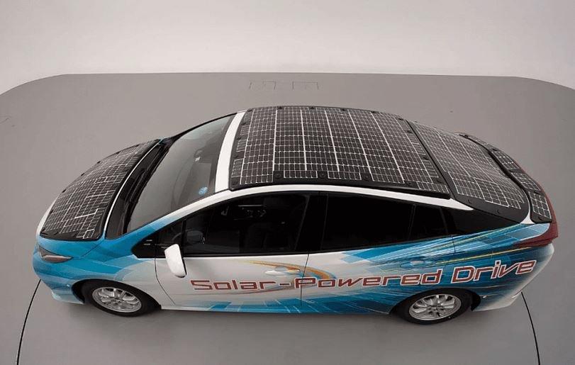 электромобиль солнечные батарии Toyota