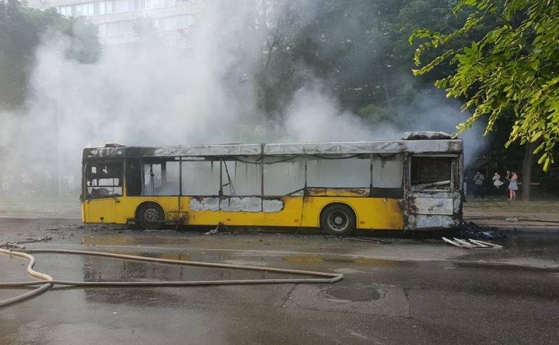 автобус, сгорел, пожар, уничтожен, ущерб, уголовный кодекс рб