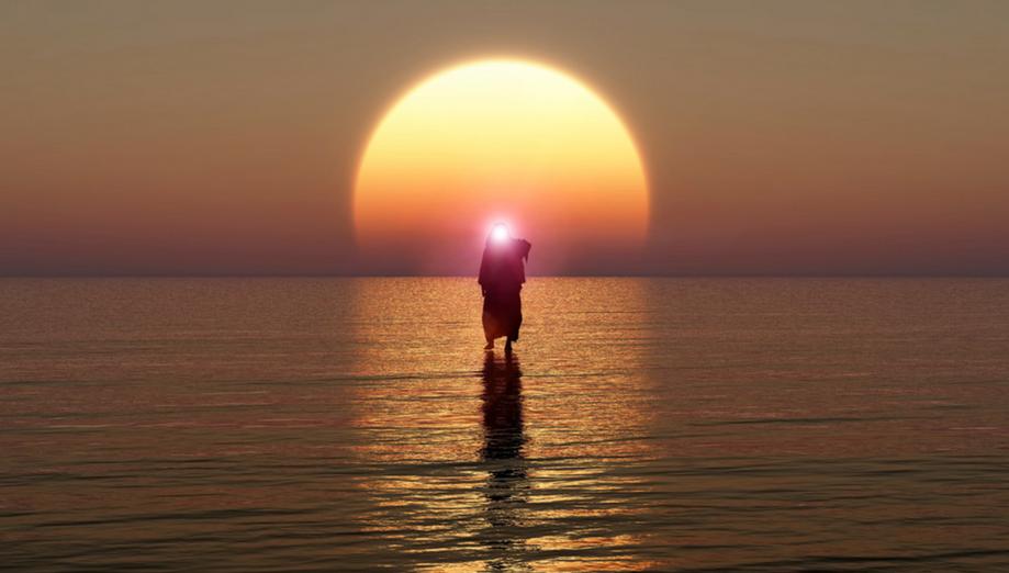Иисус явился на море в Италии. Таинственное фото активно обсуждают в сети
