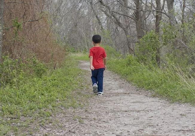 В Жлобинском районе отчим оставил сына в машине и ушел в грибы