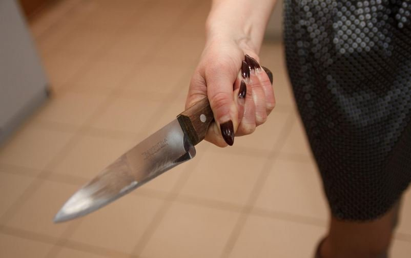 женщина, нападение, нож, милиция, приговор, общежитие, семья
