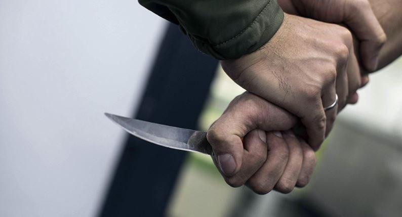 гомель, мужчина, нож, трусы, подъезд, улица, кирова, милиция