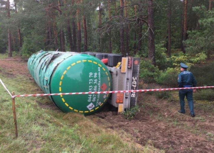 В Мозырском районе перевернулась цистерна с сжиженным газом