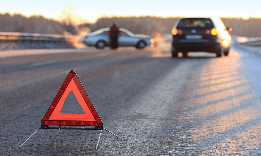 На трассе Минск-Мядель водитель насмерть сбил женщину