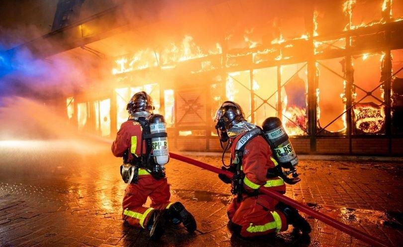 франция, Анри-Барбюса, рынок, Леваллуа-Перре, продавцы, пожар, спасатели, огонь