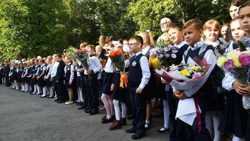 В школах Беларуси сегодня проходят торжественные линейки