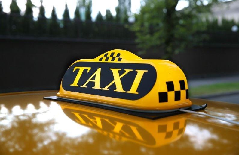 В Минске таксист обокрал заснувшую пассажирку