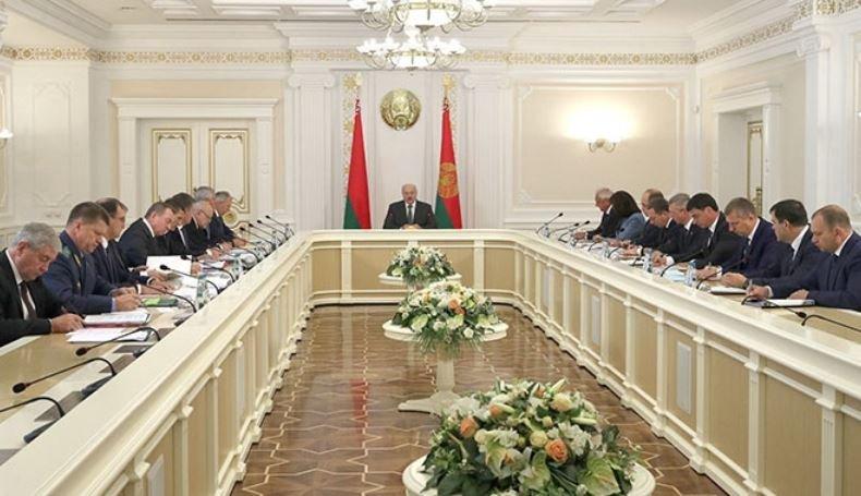 Лукашенко проводит совещание по экономике и сотрудничеству с Россией