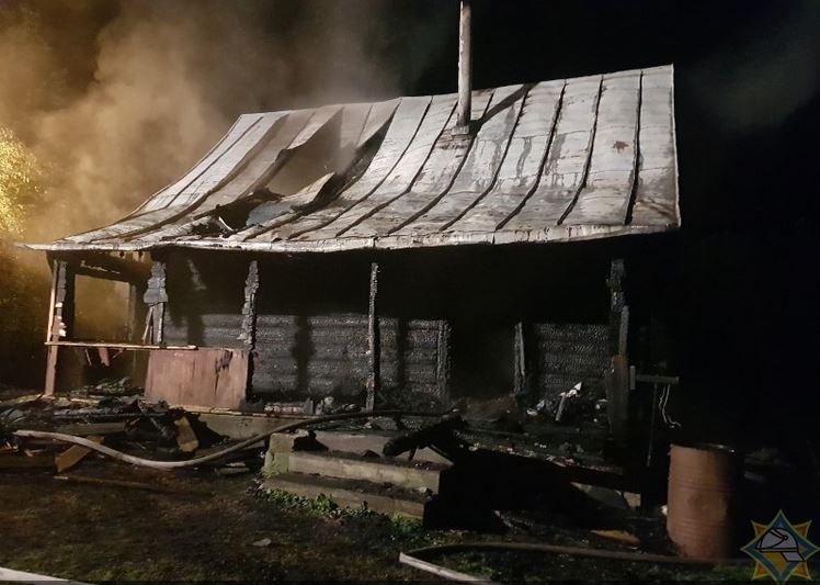 В Витебском районе на пожаре спаслись пенсионерка и ее сожитель