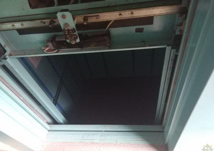 В Минске в задымленном лифте застряли 6 человек