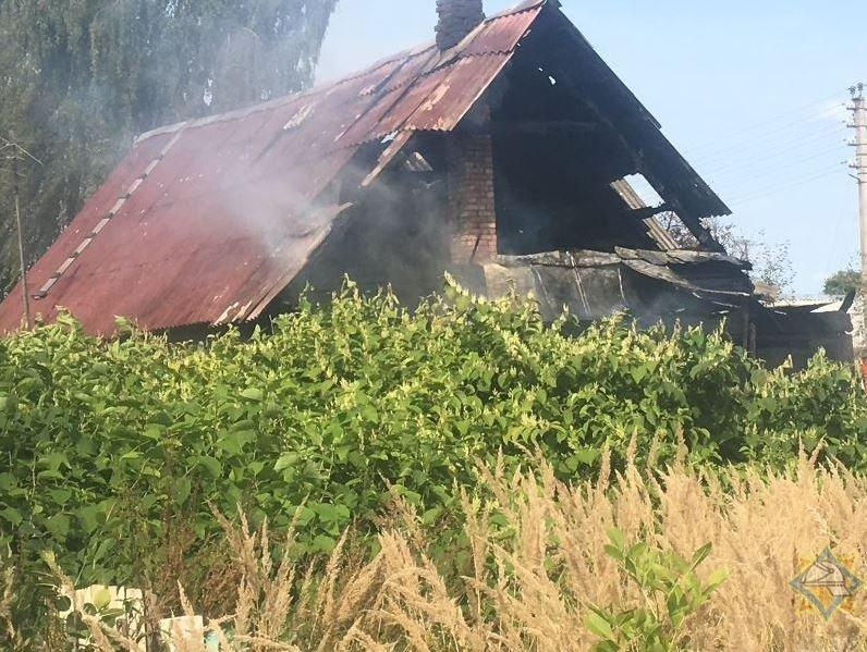 Пожилые мужчина и женщина спаслись из горящего дома в Витебске