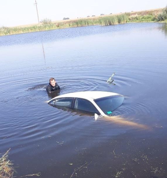 В Гомельском районе девушка съехала в озеро