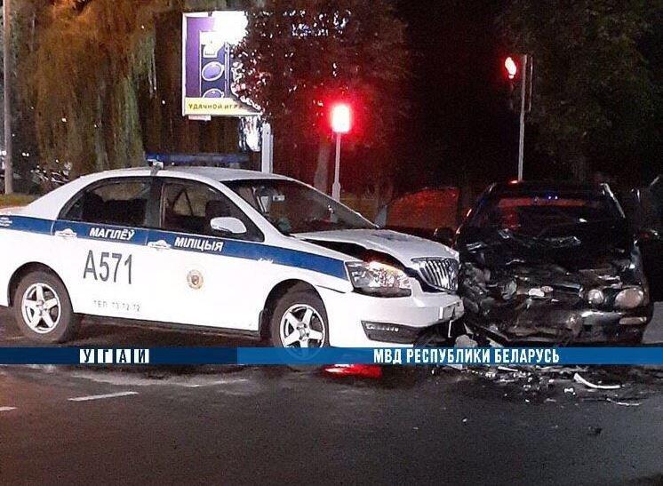 В Могилеве пьяный водитель столкнулся с милицейским автомобилем