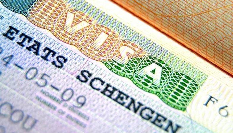 Еврокомиссия подготовила проект о визах по 35 евро для белорусов