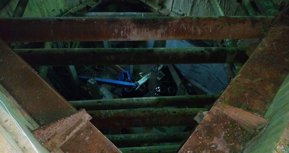 В Минске на стройке третьей линии метро автокран упал в котлован