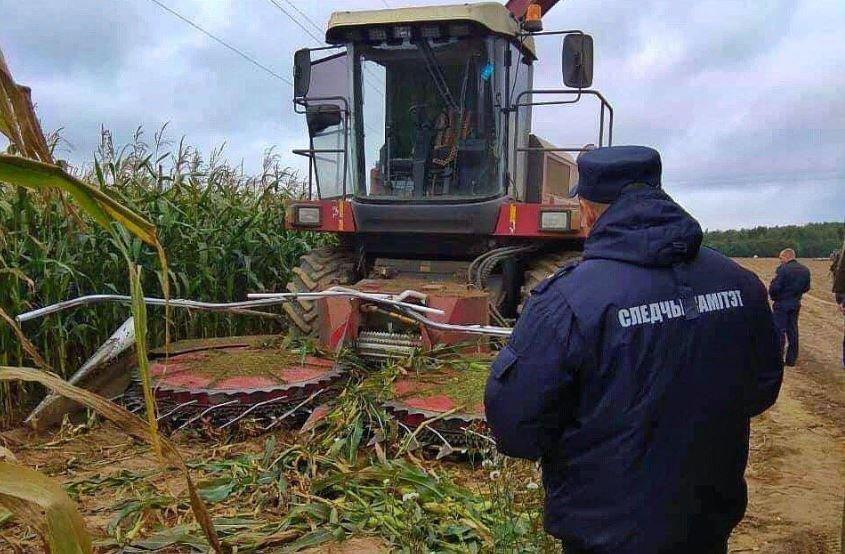 В Дзержинском районе женщина попала в жатку комбайна