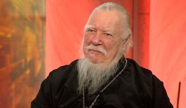 Священник из РПЦ предложил за мат бить детей «по роже»