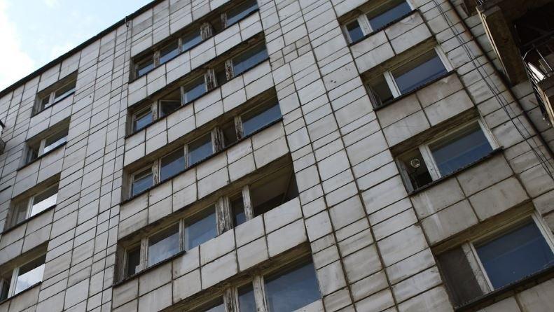 В Гомеле пациент выпал из окна 4-го этажа госпиталя и погиб