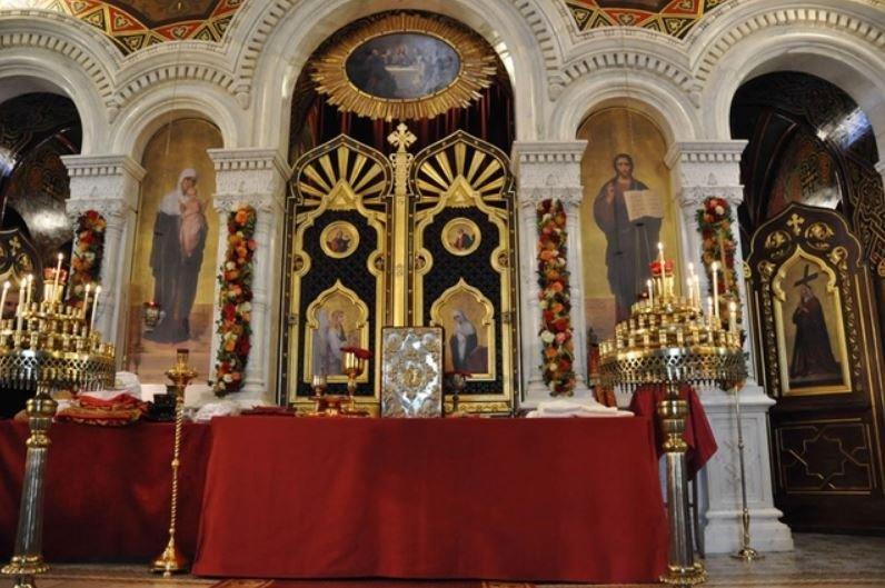 Православные христиане отмечают Воздвижение Креста Господня