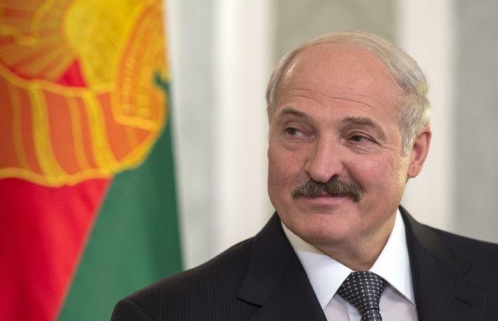 Лукашенко поручил обеспечить его белорусской косметикой