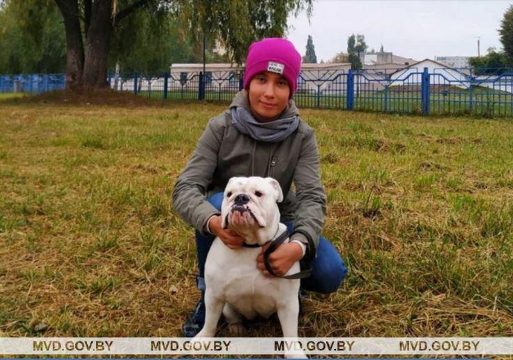 В Пинске школьница с собакой упала в трехметровую яму