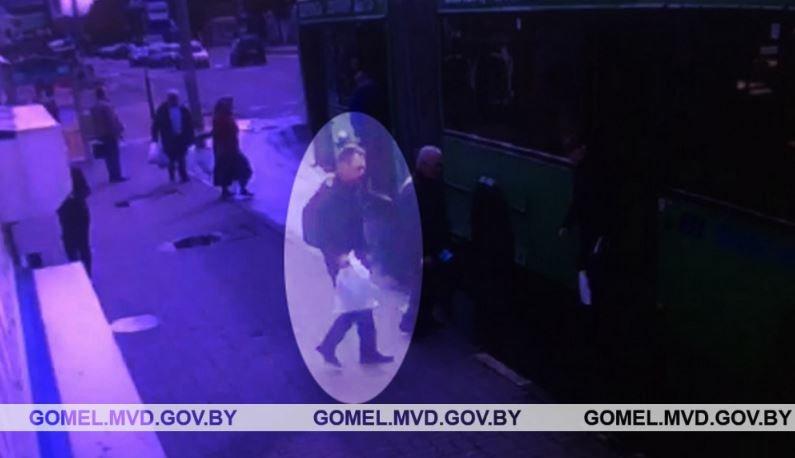 В Гомеле устанавливают личность мужчины, унесшего чужой пакет