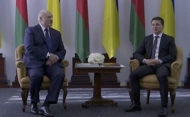 Зеленский лично встретил Лукашенко в аэропорту Житомира