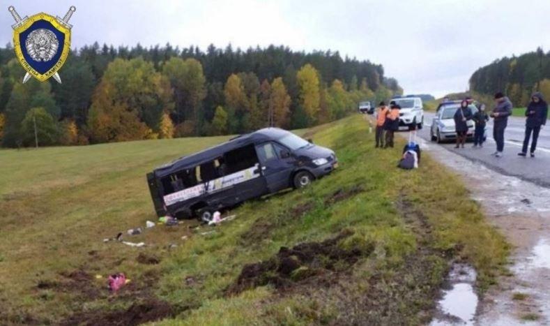 Под Ошмянами перевернулась маршрутка с 14 пассажирами