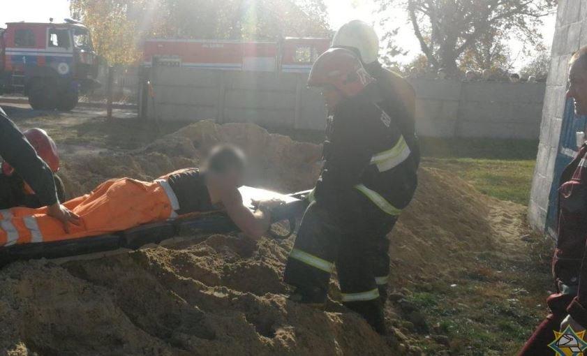 В Столине во время работ мужчину засыпало грунтом