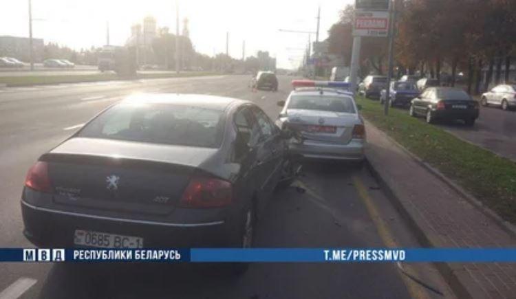 В Бресте пьяный водитель врезался в автомобиль ГАИ