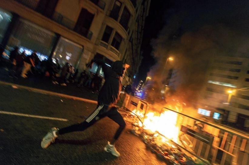 В Испании в результате беспорядков пострадали более 20 человек