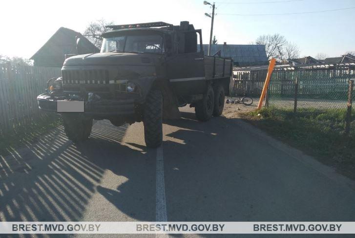 В Столинском районе грузовик сбил 8-летнего велосипедиста