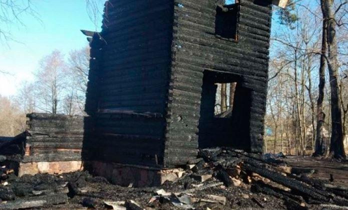 В Городокском районе мужчина выжигал траву и сжег костел XIX века