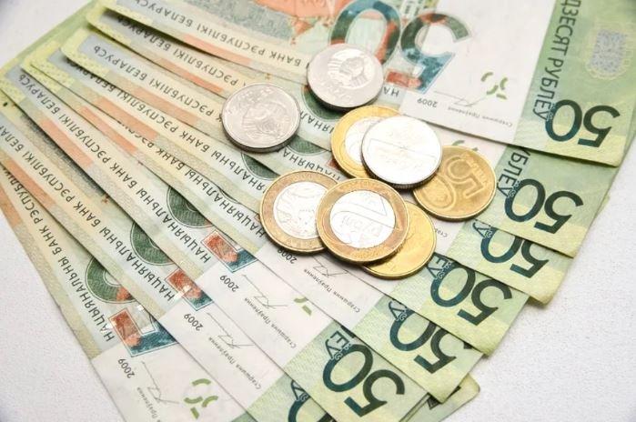 В Беларуси второй месяц снижается средная зарплата